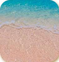 Песчаный пляж и синее море